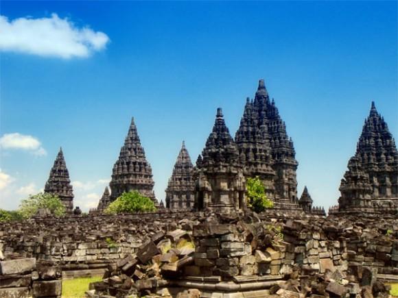 Candi Prambanan adalah candi Hindu terbesar di Asia Tenggara