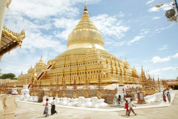 The Paya Shwezigon (pagoda, stupa atau Zedi)