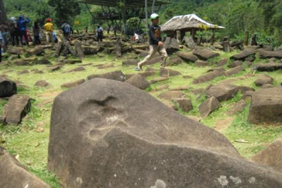 Batuan-batuan di gunung padang