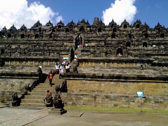 Borobudur berarti biara yang terletak di tempat tinggi