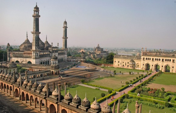 Istana yang menentang gravitasi, Lucknow, India