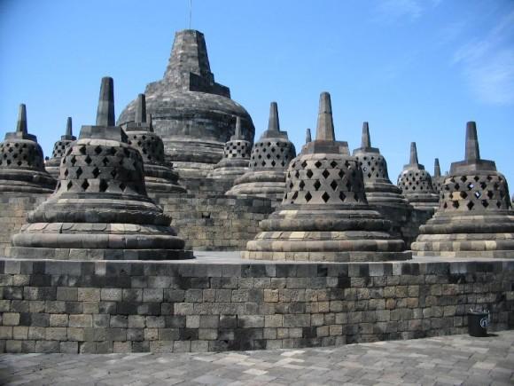 Keseluruhan relief yang ada di candi Borobudur mencerminkan ajaran sang Budha