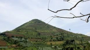 Situs Gunung Padang lebih luas daripada Candi Bororbudur.