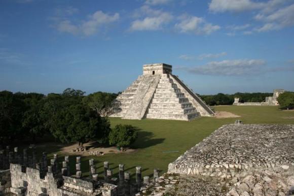 Chichen Itza merupakan kota pemujaan dan iptek yang dibangun oleh suku Maya