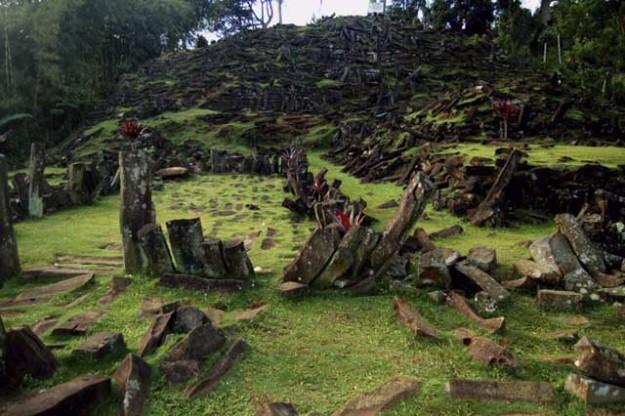 Mitos Yang Beredar Seputar Peninggalan di Gunung Padang