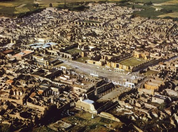Pompeii adalah kota zaman Romawi kuno yang telah menjadi puing