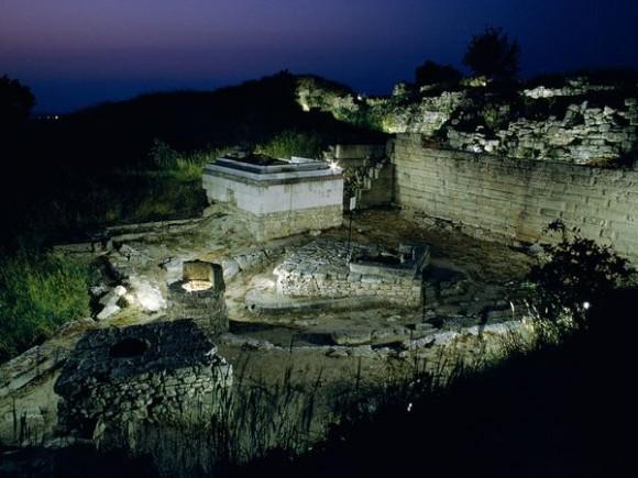 letak kota Troy berada di Turki