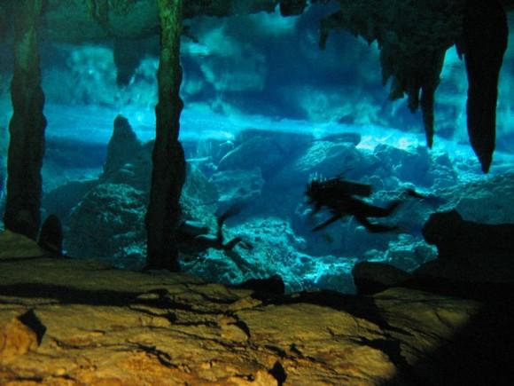 Kuil kuno bawah laut di Jepang