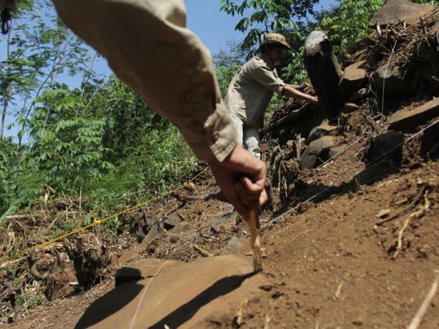 Pintu Masuk Punden Berundak Gunung Padang Ditemukan