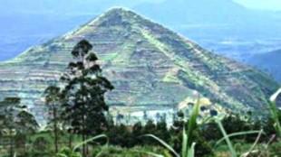 piramida di Gunung Sadahurip, Garut, Jawa Barat.