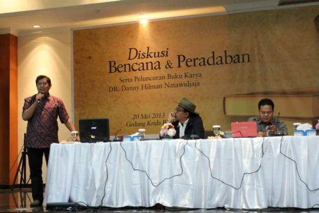 """peluncuran buku """"Plato Tidak Bohong karya DR. Danny Hilman Natawidjaya"""