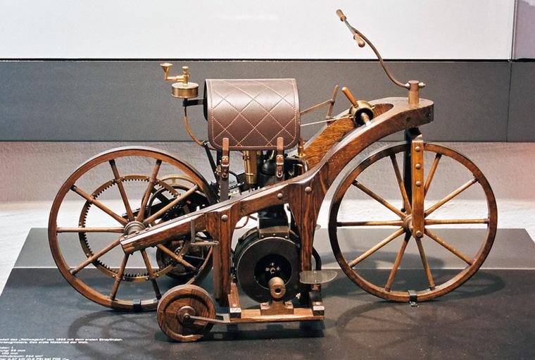 """Daimler's """"riding car"""""""