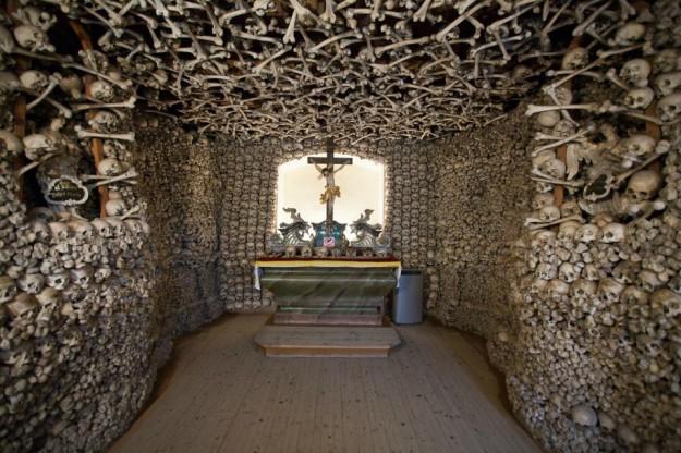Kapel Tengkorak, Czermna, Polandia