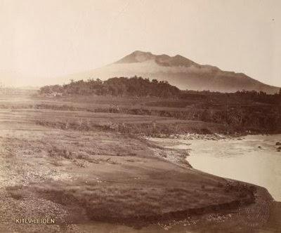 Gunung Galunggung tahun 1880 dari arah Singaparna