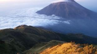Gunung Lawu Pernah Meletus