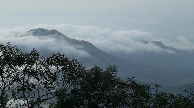 Gunung Lawu Tertutup Awan