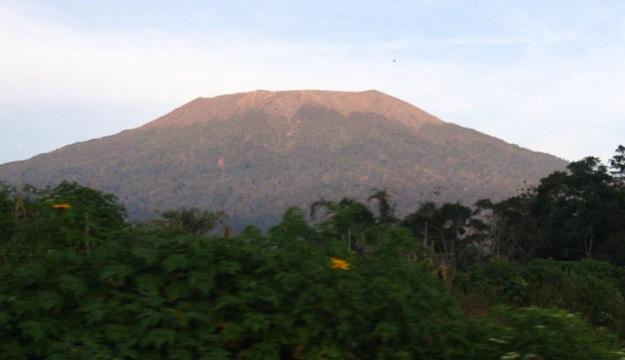 Gunung Marapi di Agam, Sumatera Barat