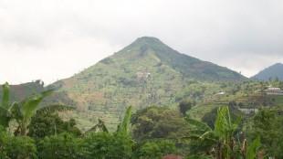 Gunung Sadahurip di Garut Jawa Barat