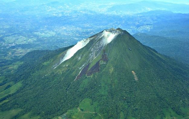Gunung Sinabung di Tanah Karo