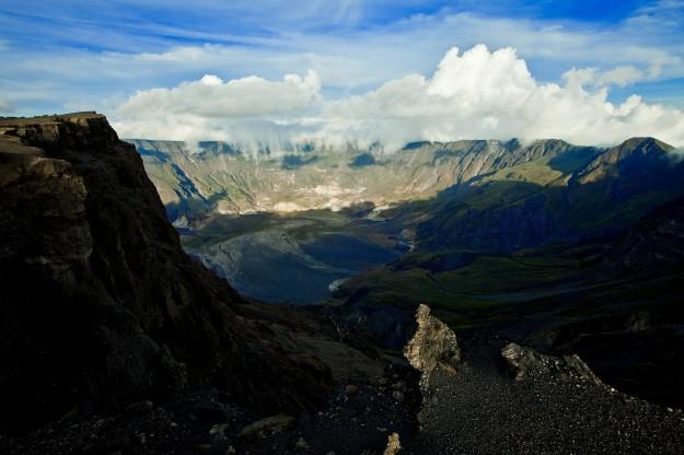 Kawah  Gunung Tambora, Indonesia