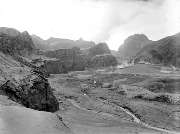 Kaldera Gunung Kelud tahun 1919