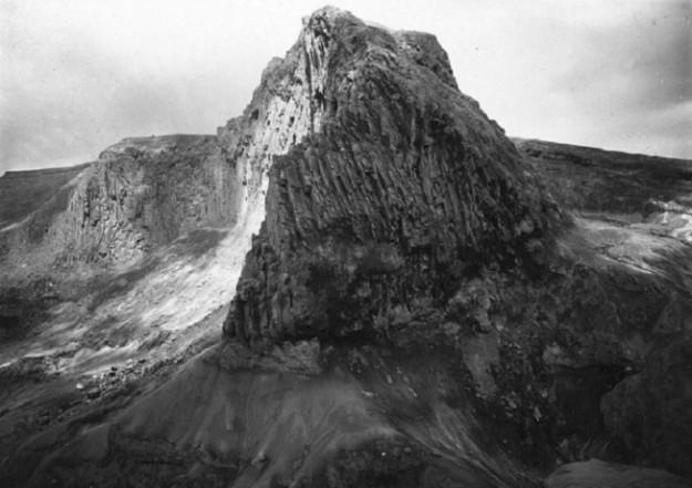 Kawah dinding Gunung Kelud tahun 1890