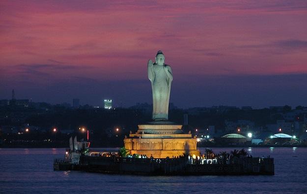 Patung Budha Hussain Sagar