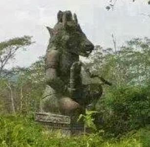 Patung Lembu Suro di Lereng Gunung Gadang Kediri