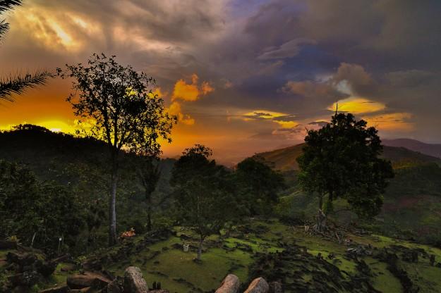 Gunung Padang Sebagai Kuil Matahari Sundapura