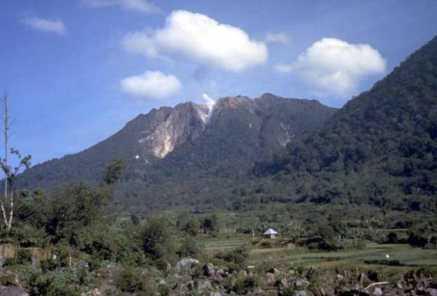 Lembah Sibayak dan Gunung Sibayak di Sumatera Utara