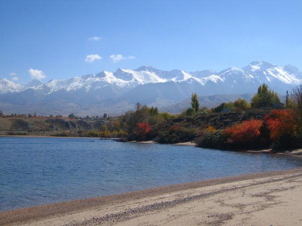 Danau Issyk-Kul ( Kyrgyzstan ) Kedalaman 668 Meter