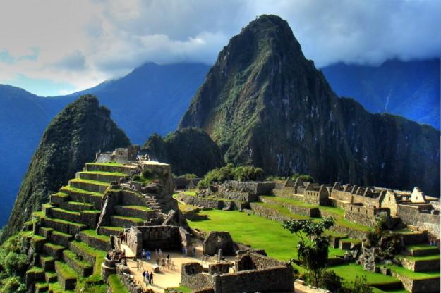 Machu Picchu berlokasi di Gunung Andes