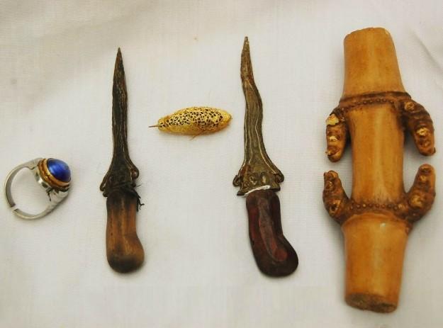 Beberapa benda klenik ala Indonesia yang dipercaya memiliki khasiat.